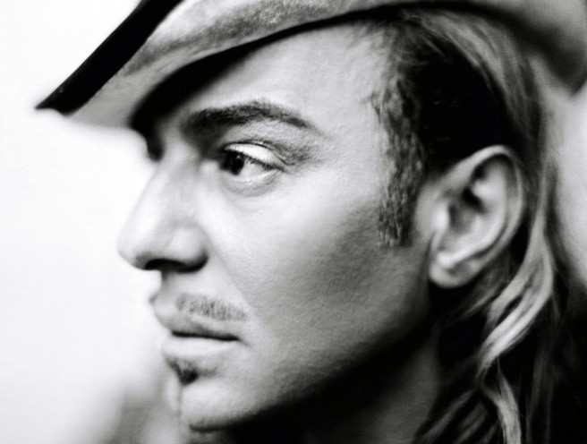 John-Galliano-Returns-to-Fashion-at-Oscar-de-la-Renta-656x496