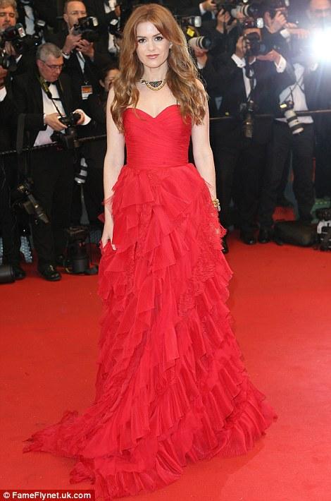 Isla Fisher in a stunning Oscar de la Renta gown
