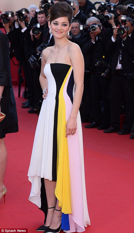 Marion Cotillard's gives credit to this white Dior