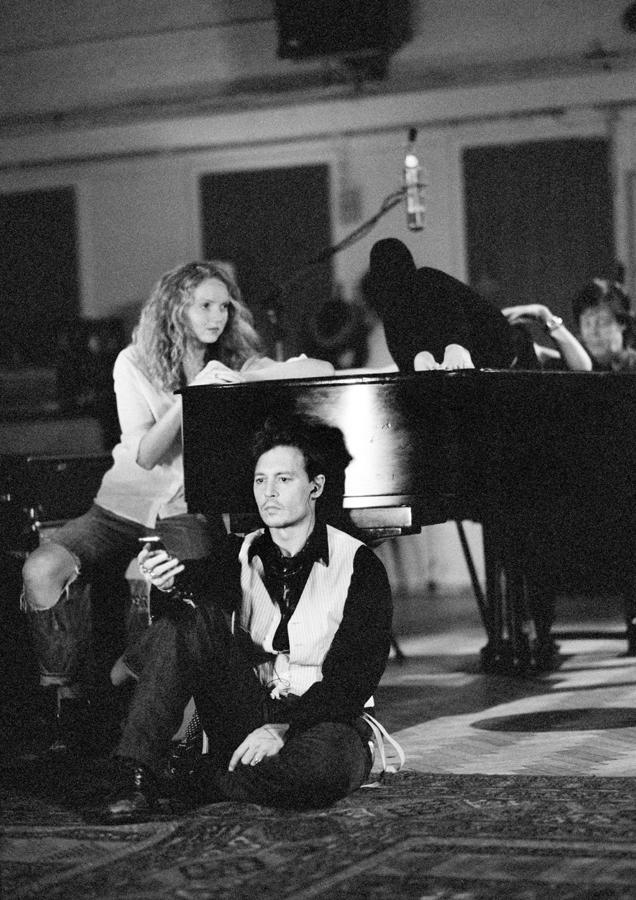 Kate Moss,Johnny Depp backstage