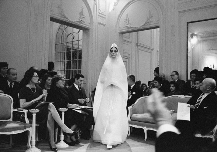 3-Dior-Glamour-1952-1962-mark-shaw-Rizzoli-yatzer