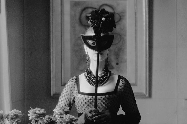 4-Dior-Glamour-1952-1962-mark-shaw-Rizzoli-yatzer
