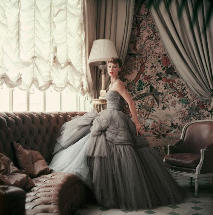6-Dior-Glamour-1952-1962-mark-shaw-Rizzoli-yatzer