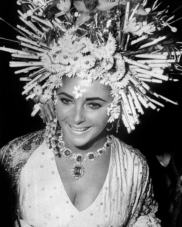 Elizabeth Taylor wears Bulgari jewellery, 1967 Elizabeth Taylor wears Bulgari jewellery at the masked ball, Hotel Ca'Rezzonico, Venice, 1967.