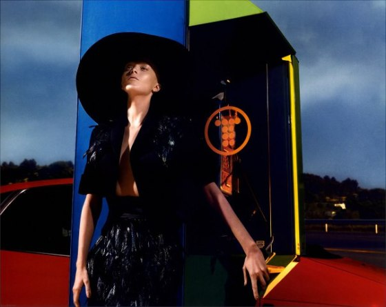 karen-elson-by-mert-alas-marcus-piggott-for-pop-magazine-ss-2005-15