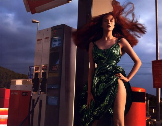 karen-elson-by-mert-alas-marcus-piggott-for-pop-magazine-ss-2005-3
