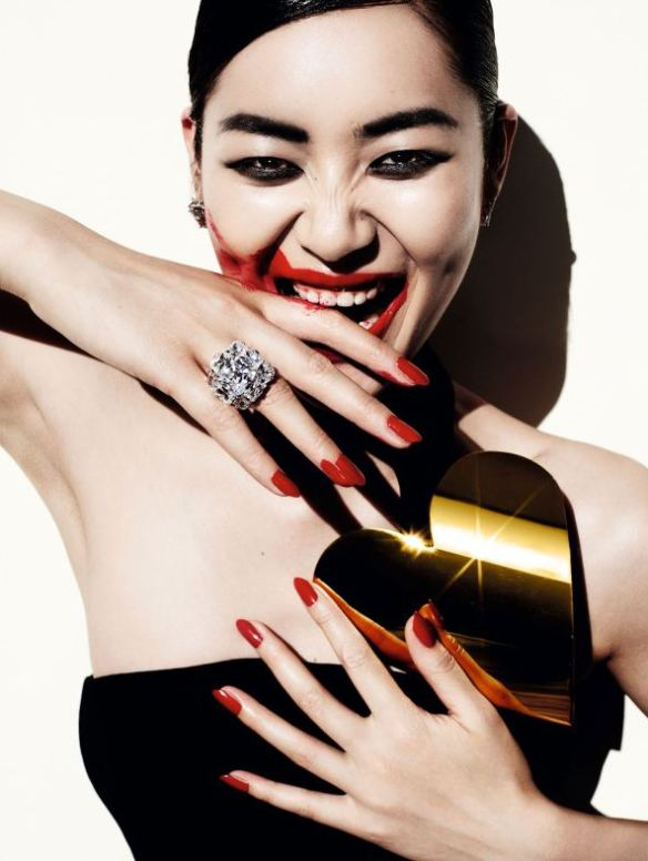 liu-wen-by-mario-testino-for-vogue-china-december-20136