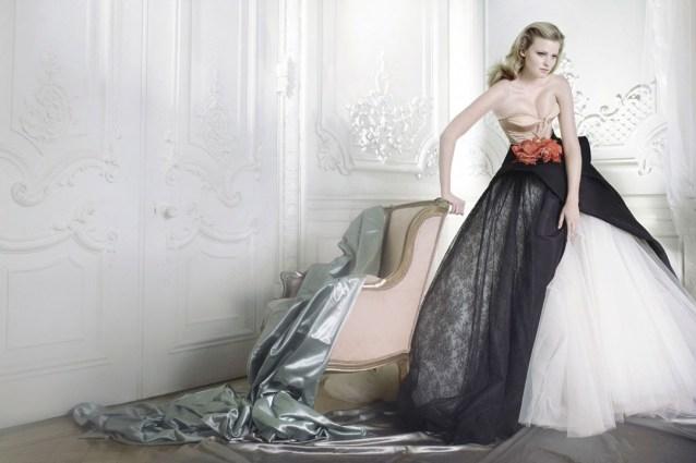 mario-testino-lara-stone-vogue-dec2009-dior-couture-p192_1080x720