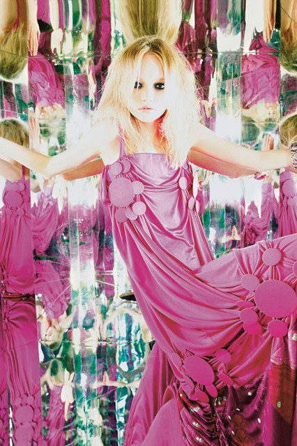nick-knight-gemma-ward-vogue-sep04-dior-by-galliano-p032_426x639