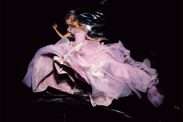 nick-knight-gisele-nov-2006-dior-by-galliano-p224_1080x720