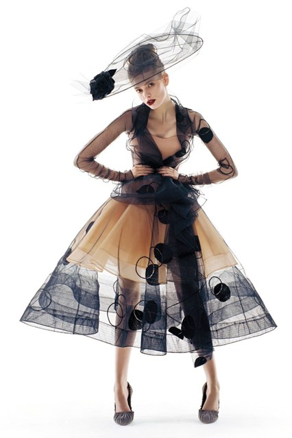 patrick-demarchelier-julia-stegner-vogue-oct2005-dior-haute-couture-p305_426x639