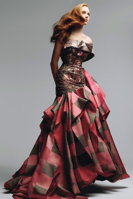 patrick-demarchelier-lily-cole-dior-haute-couture-july-2007-vogue-p108_426x639