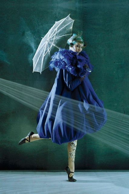tim-walker-karlie-kloss-vogue-oct2010-p281-dior-haute-couture_426x639