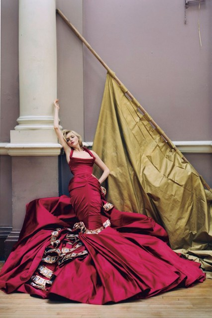 tim-walker-sophie-dahl-vogue-dec2004-p267-dior-haute-couture_426x639