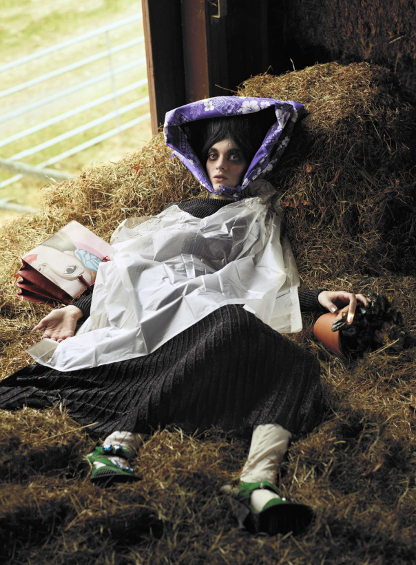 lindsey-wixson-magda-laguinge-by-sebastian-faena-for-cr-fashion-book-4-spring-summer-2014-3 (1)