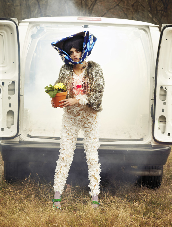 lindsey-wixson-magda-laguinge-by-sebastian-faena-for-cr-fashion-book-4-spring-summer-2014-7 (1)