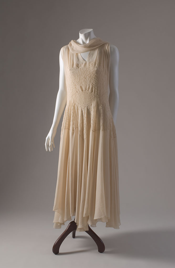 Madeleine Vionnet ivory silk georgette evening dress with pintucks, 1930, Paris, museum purchase