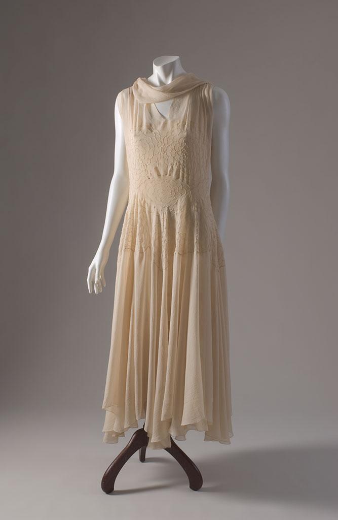 Madeleine Vionnet ivory silk georgette evening dress with pintucks, 1930, Paris, museum purchase
