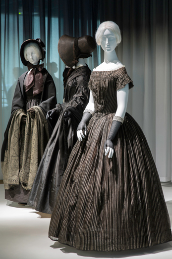 15.-Death-Becomes-Her-Gallery-View