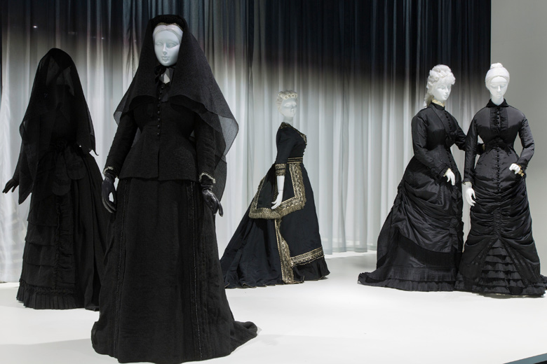 19.-Death-Becomes-Her-Gallery-View