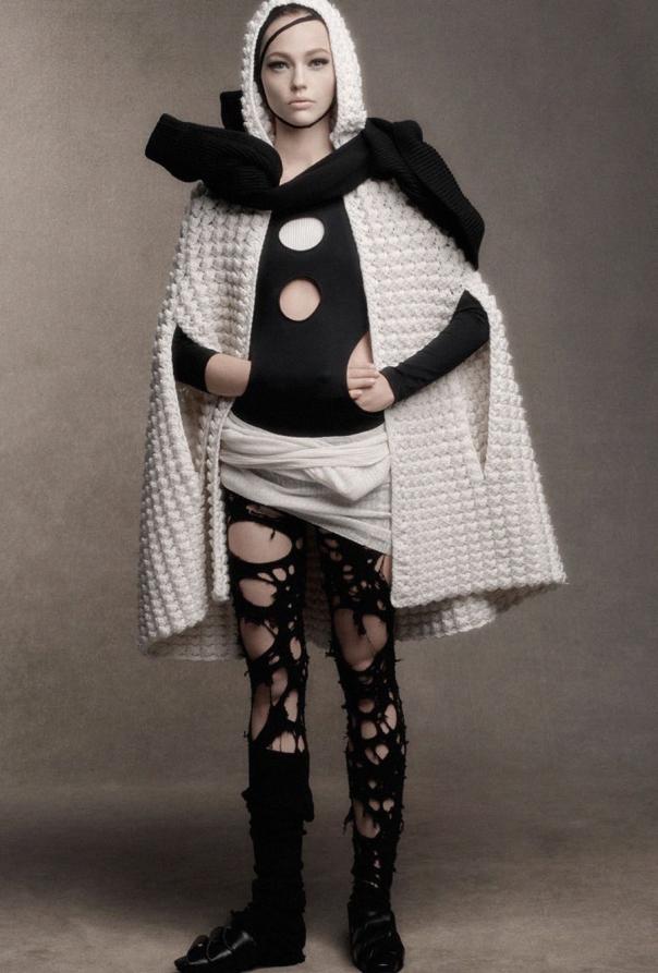 karlie-kloss-sasha-pivovarova-aymeline-valade-coco-rocha-lexi-boling-by-steven-meisel-for-vogue-italia-october-2014-10