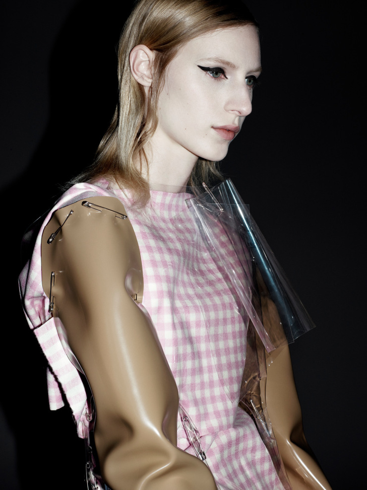 julia-nobis-by-willy-vanderperre-for-document-journal-fallwinter-2015-17