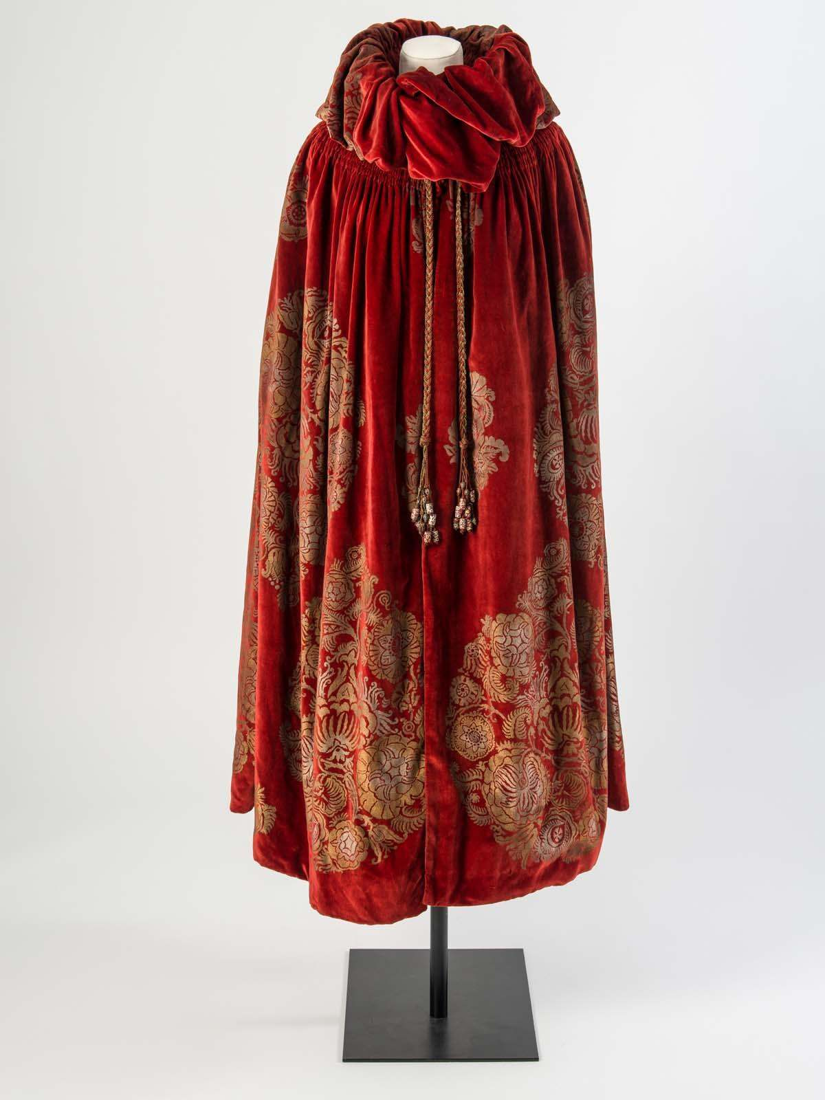 Cloak by Maria Monaci Gallenga, c.1923. Image via WordPress.