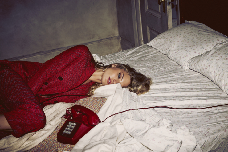 martha-hunt-by-guy-aroch-for-so-it-goes-magazine-fall-winter-2015-5