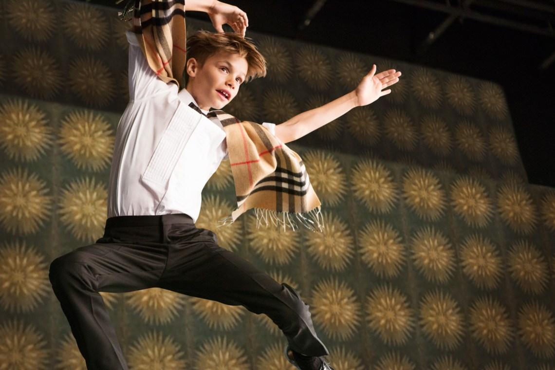 Romeo-Beckham-2-Burberry-Festive-Film-BTS-Vogue-30Oct15_b