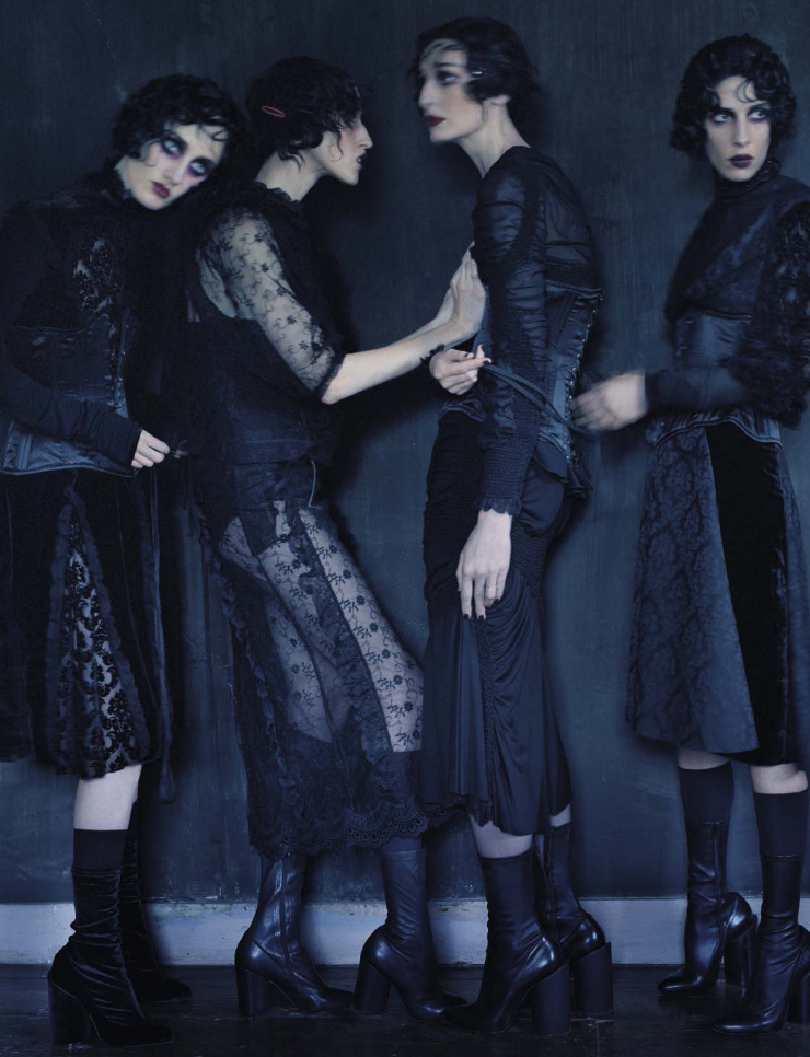 anna-cleveland-christina-carey-erin-o_connor-jamie-bochert-by-tim-walker-for-vogue-italia-december-2015-11