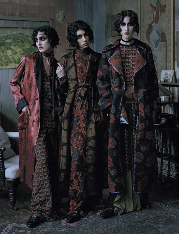 anna-cleveland-christina-carey-erin-o_connor-jamie-bochert-by-tim-walker-for-vogue-italia-december-2015-13