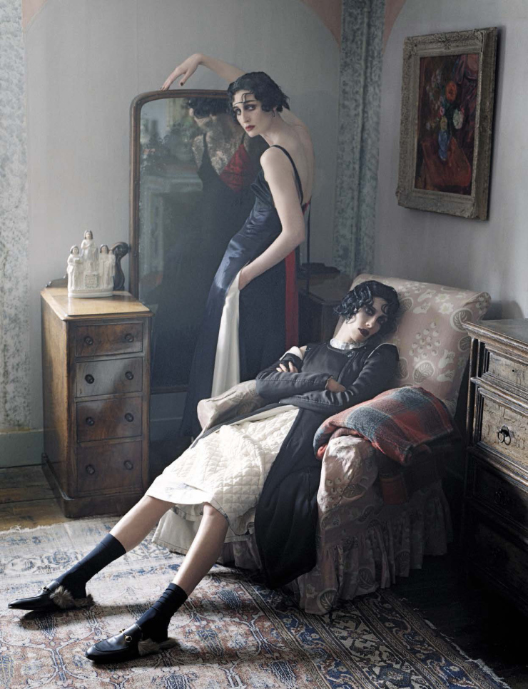 anna-cleveland-christina-carey-erin-o_connor-jamie-bochert-by-tim-walker-for-vogue-italia-december-2015-3