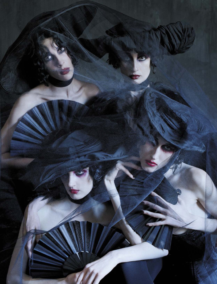anna-cleveland-christina-carey-erin-o_connor-jamie-bochert-by-tim-walker-for-vogue-italia-december-2015-9