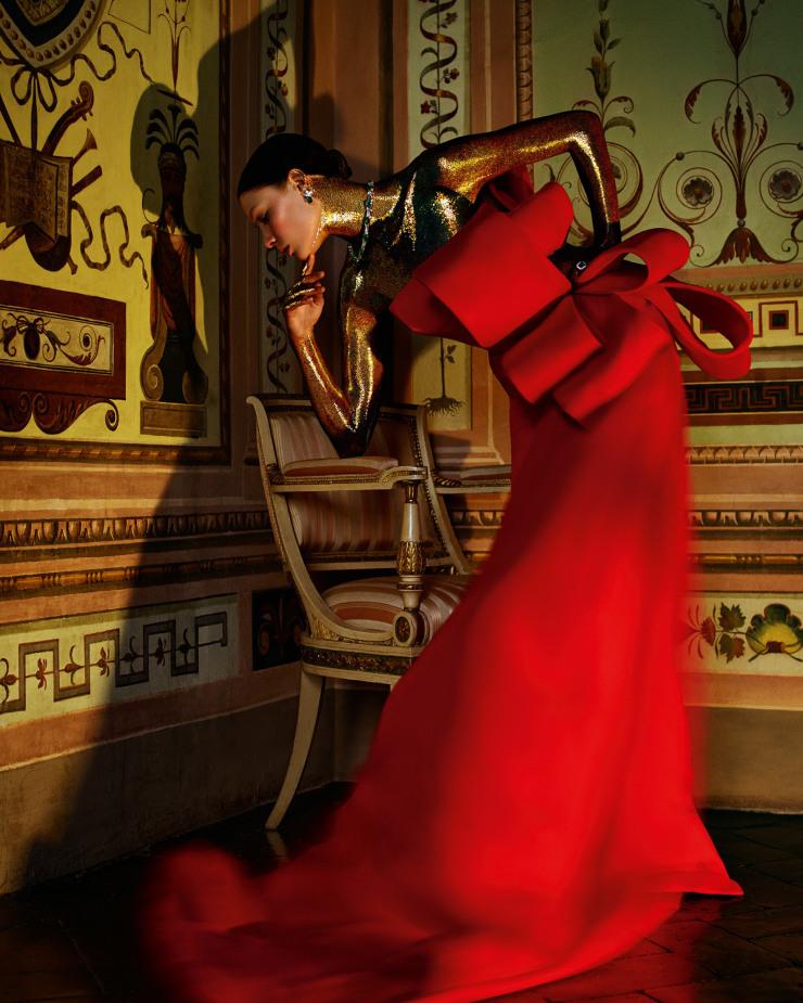 alexandra-martynova-by-andrew-yee-for-how-to-spend-it-magazine-november-2015-8