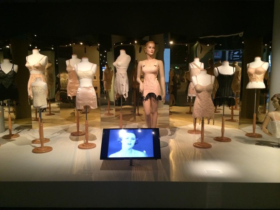 undressed-exhibits
