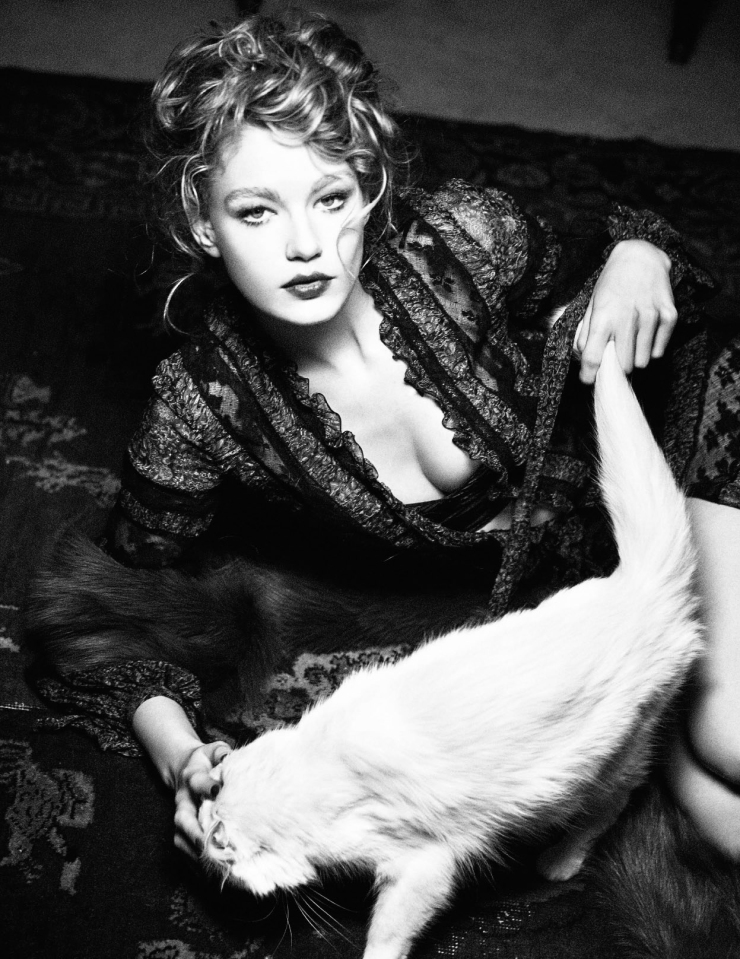 hollie-may-saker-by-ellen-von-unwerth-for-vogue-russia-april-2016-5
