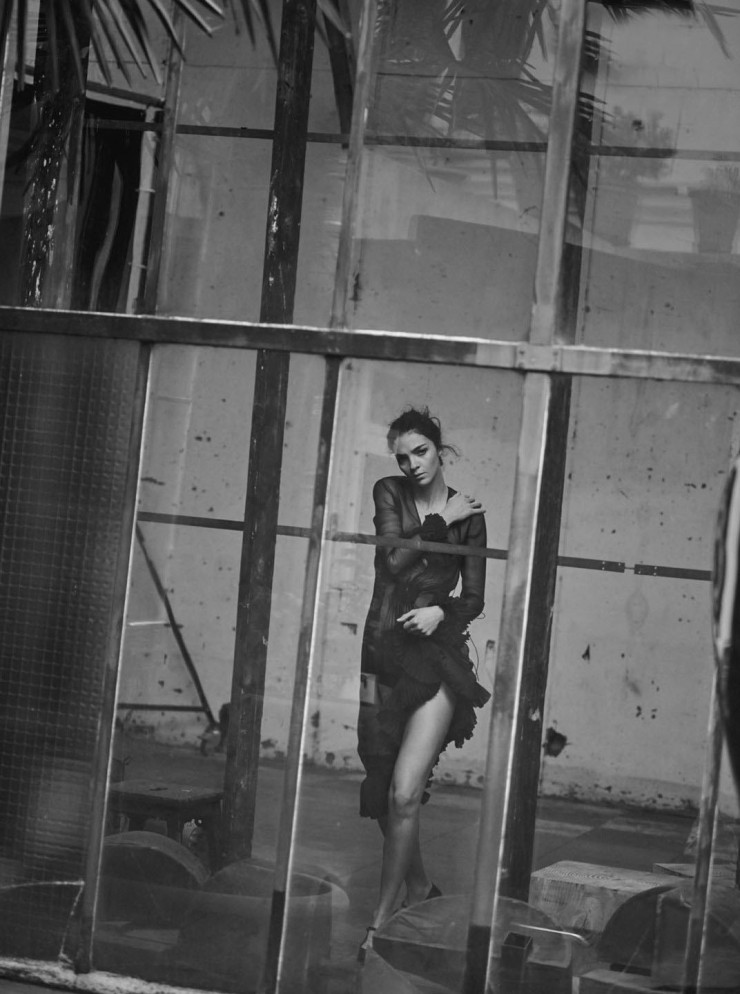 mariacarla-boscono-by-peter-lindbergh-for-vogue-italia-march-2016-4