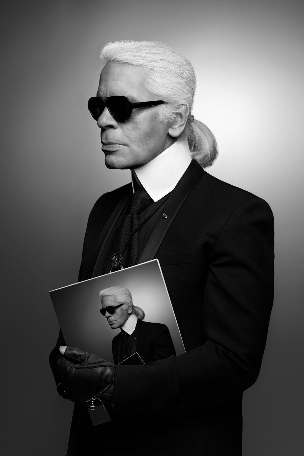 KARL-LAGERFELD_Visions-of-Fashion-Exhibition_fy2
