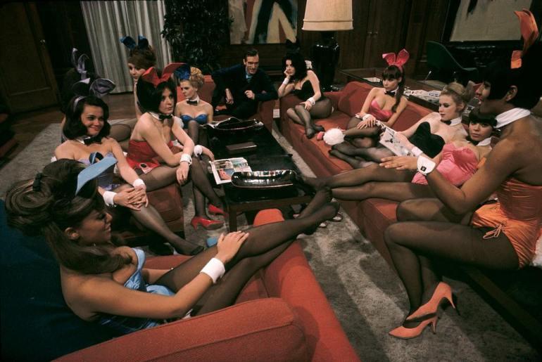 Hugh-Hefner-Playboy-founder-at-his-mansion-Chicago-1966.