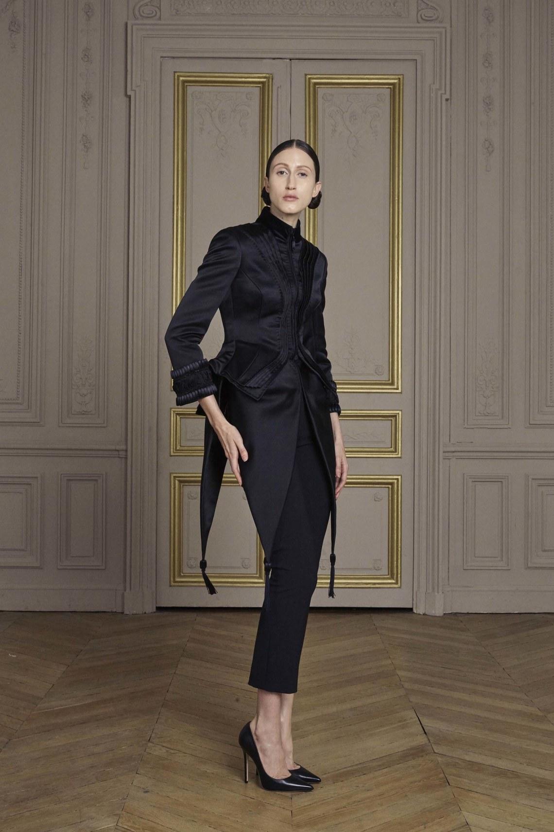 01-giles-deacon-couture