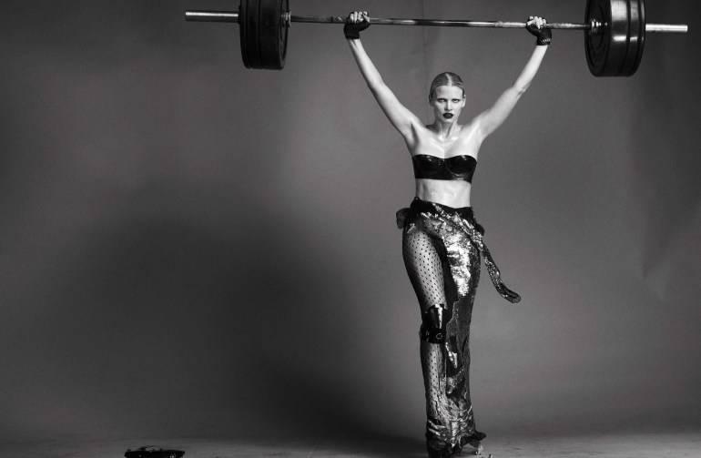 Vogue-Italia-August-2016-Lara-Stone-by-Steven-Klein-10