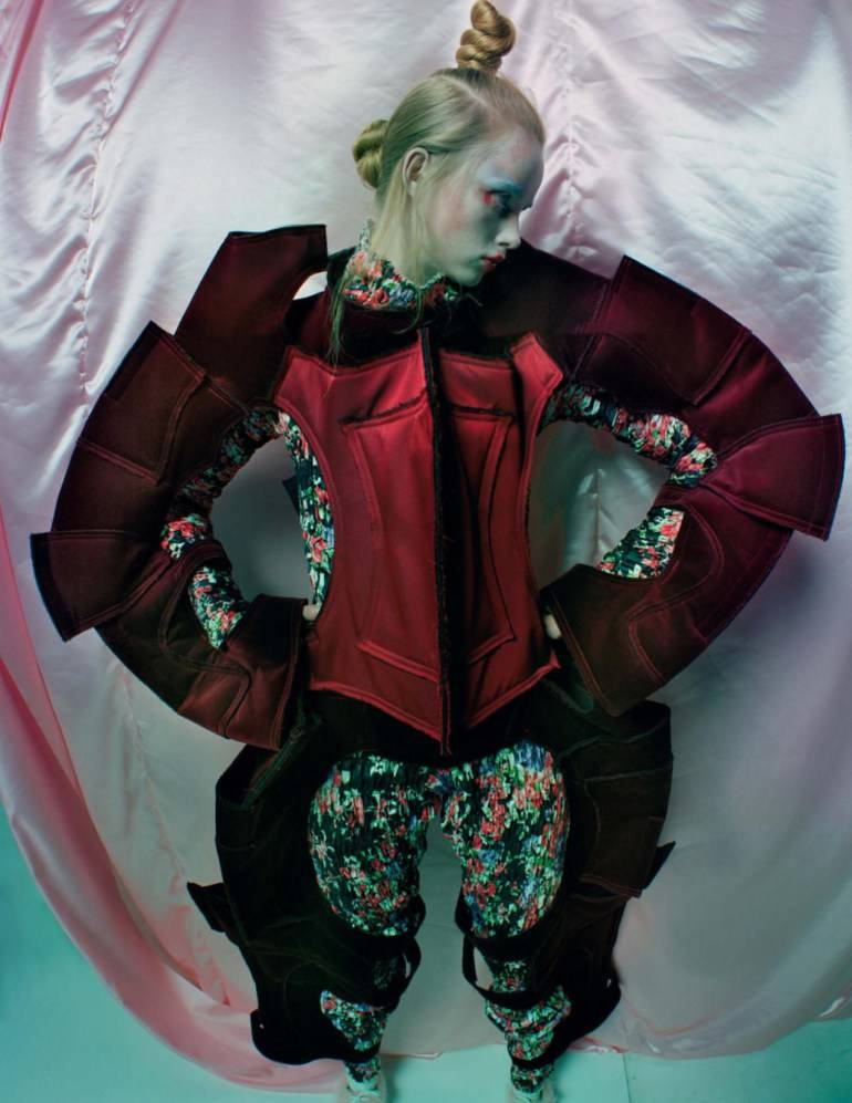 an-artist-of-the-floating-world-by-tim-walker-for-vogue-uk-dec-2016-25